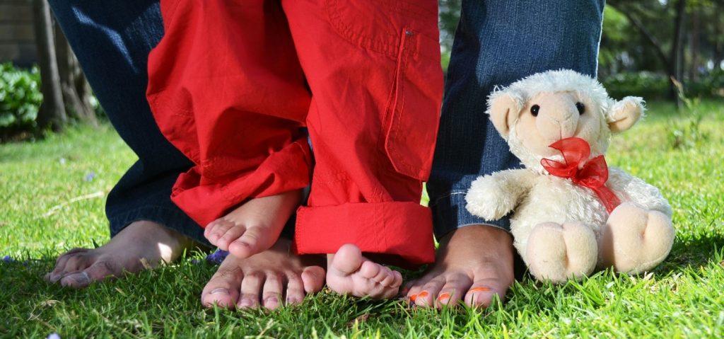 Los pies de los más pequeños de la casa